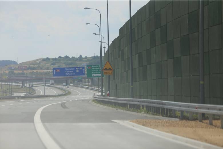 Nowa A1 Pyrzowice - Częstochowa jest najładniejszą autostradą w regionie. Drewniane ekrany, wielkie MOP-y, betonowa nawierzchnia