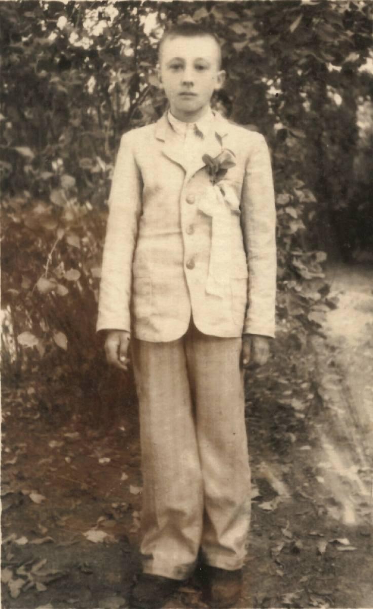 Pierwsza komunia święta Zenona Borowskiego. Rydoduby, rok 1947 albo 1948