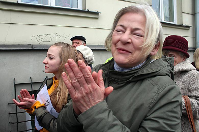 Strajk uczniowski pod lubelskim kuratorium oświaty w geście poparcia dla strajku nauczycieli (ZDJĘCIA)