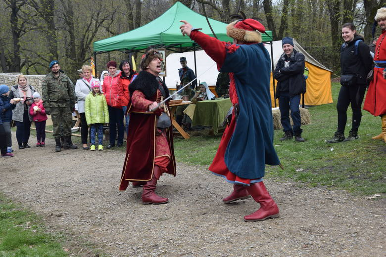 Sezon turystyczny na zamku w Smoleniu w gminie Pilica został oficjalnie otworzony. Z tej okazji zorganizowano piknik historyczny. Wśród atrakcji znalazły