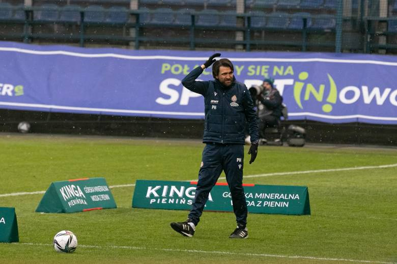 Przy Reymonta do roszady doszło na początku grudnia. Hyballa wcześniej pracował w holenderskim NAC Breda. Ustępujący Skowronek do dzisiaj szuka nowego