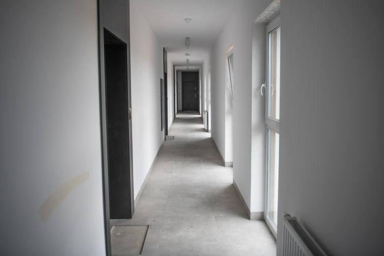 Część tych, którzy zapłacili za mieszkania odebrała klucze jesienią 2019 roku i wykończyła mieszkania