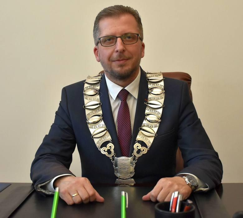 Najpierw zatrzymano księdza Ryszarda Sz., potem burmistrza Szprotawy. Byłto efekt operacji specjalnej poznańskiej delegatury CBA.