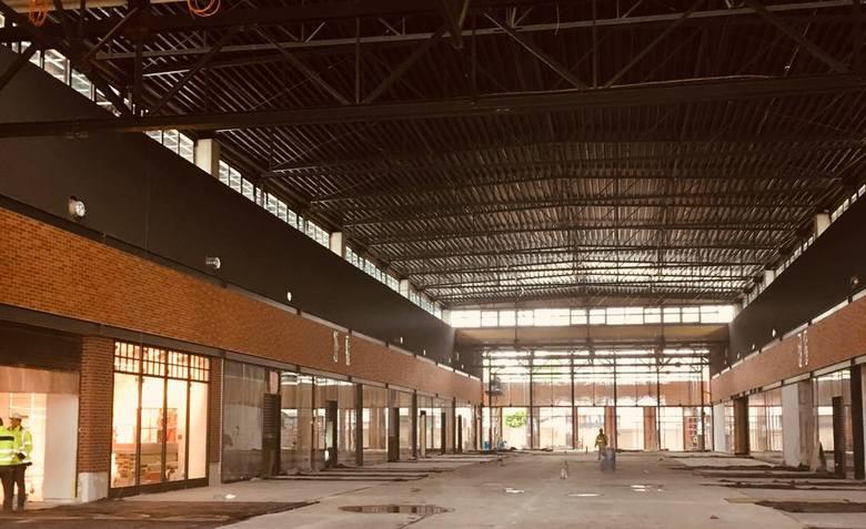 Inwestor zapowiedział, kiedy otwarte zostanie centrum handlowe budowane przy ul. Grobelnej w Pabianicach. CZYTAJ NA KOLEJNYM SLAJDZIE