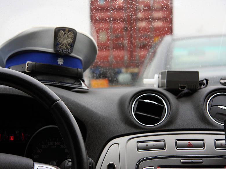 W połowie października policjanci zaostrzyli protest m.in. wycofując z użytku służbowego prywatnych telefonów komórkowych. Kolejnym etapem w całej Polsce