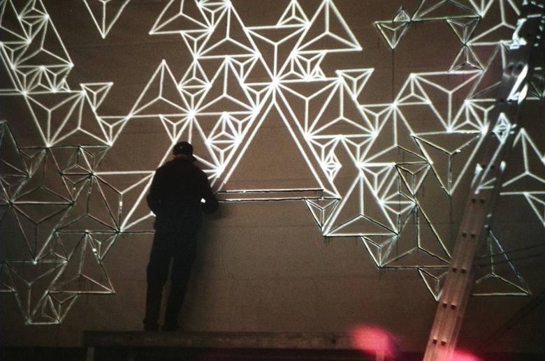 Światło można rzucać nie tylko na ekran, ale też na rysunki lub trójwymiarowe obiekty