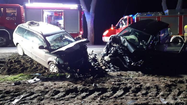 Do bardzo groźnego zdarzenia doszło w czwartek, 13 lutego, na drodze Skąpe-Radoszyn. Po potrąceniu jelenia, toyota czołowo zderzyła się z volkswagenem