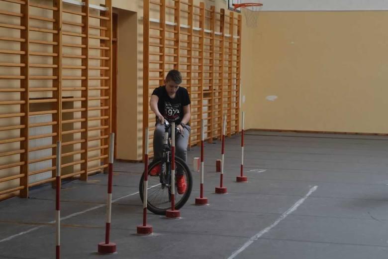 Tegoroczny, powiatowy turniej Bezpieczeństwa Ruchu Drogowego odbył się w Szkole Podstawowej w Złotnikach Kujawskich. Do rywalizacji stanęło 5 szkół podstawowych