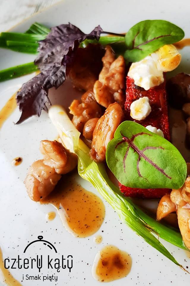 Cztery kąty i Smak piąty w Katowicach, kuchnia tradycyjna i międzynarodowa, ulica JankegoMenu 1: Delikatna zupa rybna podawana z mięsem małży nowozelandzkiej