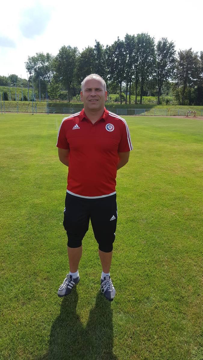 Trener Syreny pracował wcześniej m.in. w Gromie Wolsztyn oraz Polonii Nowy Tomyśl, z którą awansował do drugiej ligi.