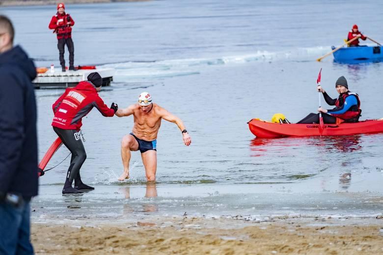 300 metrów w zimnych wodach Jeziora Kierskiego, 8-kilometrowy bieg i 16-kilometrowa jazda rowerem - na takich dystansach rywalizowali uczestnicy Triathlonu