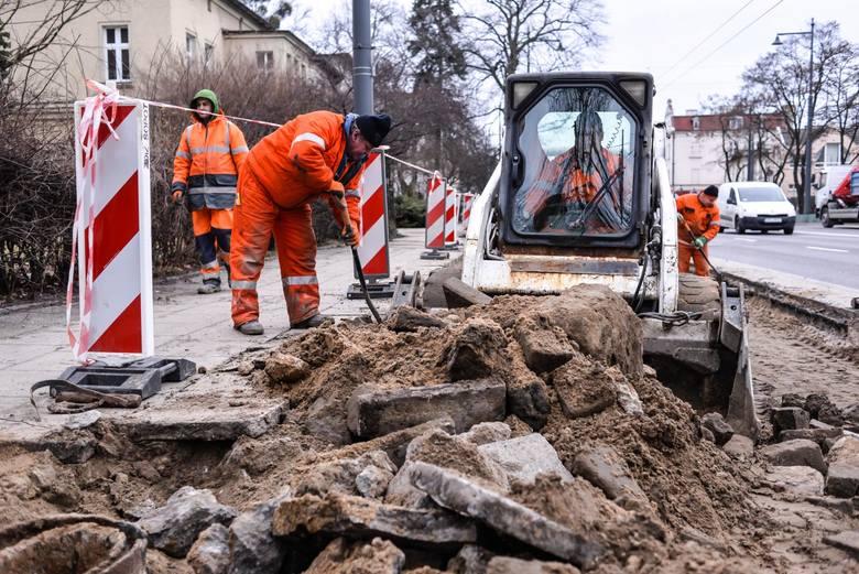 Zarząd Dróg Miejskich i Komunikacji Publicznej w Bydgoszczy informuje o zaplanowanych remontach chodników na bydgoskich ulicach. Sprawdź, gdzie wiosną