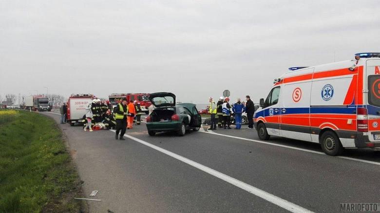 Cztery osoby zostały poszkodowane w kolizji, do jakiej doszło we wtorek przed południem na skrzyżowaniu dróg krajowych 46 i 94. Według wstępnych ustaleń