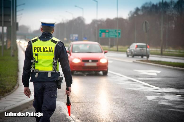 Te nietypowe przewinienia mogą uszczuplić portfel pieszych i kierowców