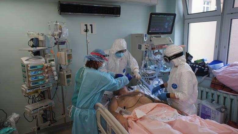 Na Oddziale Anestezjologii i Intensywnej Terapii Szpitala Wojewódzkiego znajduje się 13 miejsc dla pacjentów, którzy ciężko przechodzą Covid-19 i wymagają