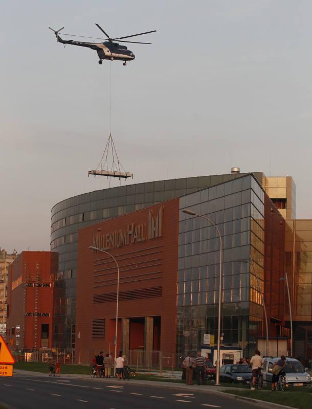 Helikopter pracował nad Millenium Hall