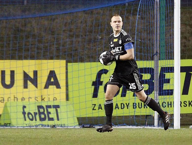 Michał Kołba  - 3 - po raz siódmy w meczach rozegranych w tym roku (na osiem spotkań) zachował czyste konto. Imponujące. Pewny i spokojny, zwłaszcza