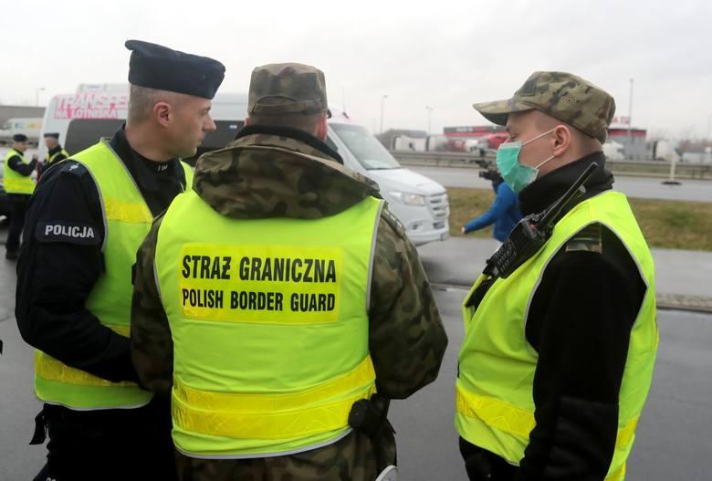"""Tysiące zachorowań na COVID-19 każdego dnia w Europie. Polski rząd chce uniknąć tego,co dzieje się w zachodniej Europie i zamyka granice. """"Nie"""