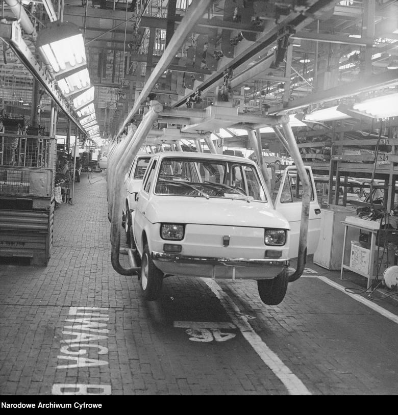 Fiat 126p, lata 1973-1977Fabryka Samochodów Małolitrażowych w Bielsku-Białej, Fiat 126p na linii produkcyjnej. Fiat 126 to kultowy samochód osobowy produkowany