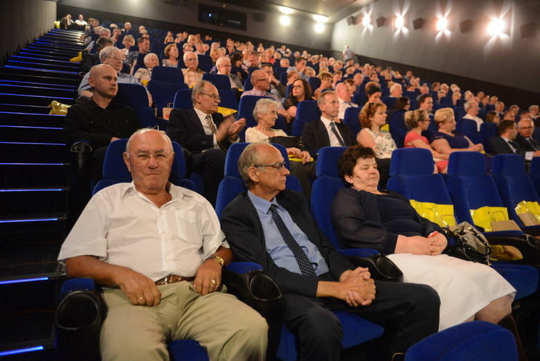 """Widzowie na premierze filmu """"Wydarzenia Zielonogórskie 1960. Bitwa o Dom Katolicki"""""""