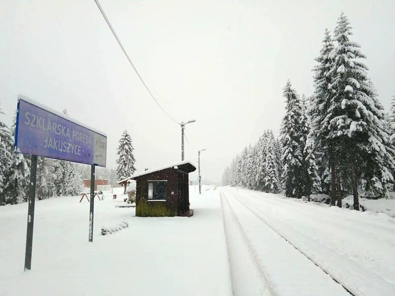 To co we Wrocławiu pada z nieba jako deszcz, w Sudetach jest śniegiem. Pierwsze tak duże opady białego puchu w tym sezonie spowodowały, że w środę w