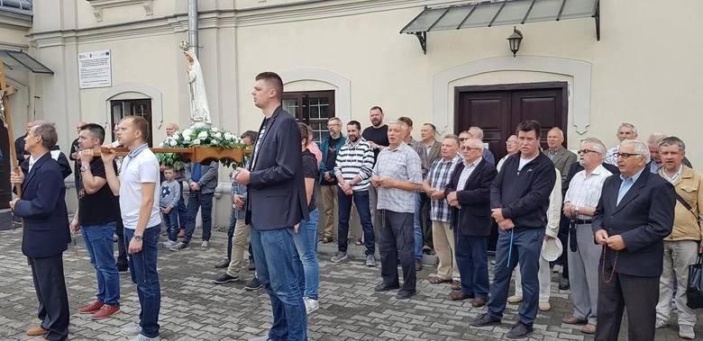 W Przemyślu trzeci raz odbył się męski różaniec. Jego inicjatorem jest Dariusz Lasek, radny Rady Miejskiej z ramienia Stowarzyszenia Regia Civitas.-