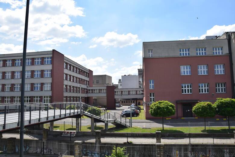 W czwartek, 10 czerwca, w rektoracie UE podpisano umowę dotacji woj. śląskiego na przebudowę kampusu - dostosowanie dla osób ze szczególnymi potrzebami.Zobacz