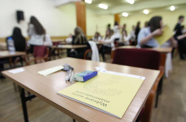 Sierpniowa poprawka jest dla tych zdających, którzy przystąpili do egzaminu maturalnego ze wszystkich przedmiotów obowiązkowych i nie zdali tylko jednego