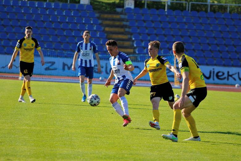 W zaległym meczu grupy czwartej piłkarskiej trzeciej ligi Siarka Tarnobrzeg przegrała na wyjeździe z Wisłą Puławy 0:1. Sprawdź, jak oceniliśmy podopiecznych