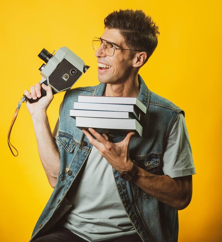 Czytanie to podróżowanie – mówi Marcin Okoniewski, czyli Okoń w sieci