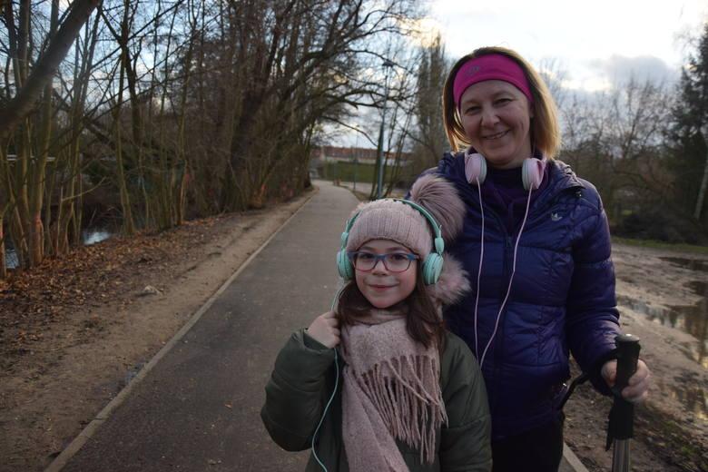 Ścieżką spacerują już m.in. Izabela Małachowska z córką Wiktorią
