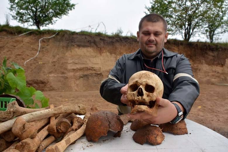 Baciuty: Ludzkie kości leżały przez lata w piachu (wideo)