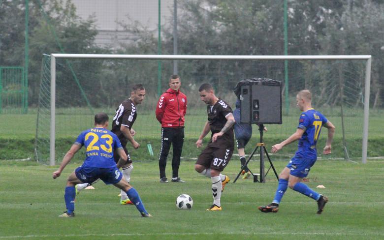 Nie milkną echa ostatniego meczu piłkarzy Elany. Torunianie zremisowali na wyjeździe 0:0 z Gryfem Wejherowo. O spotkaniu zrobiło się jednak głośno z