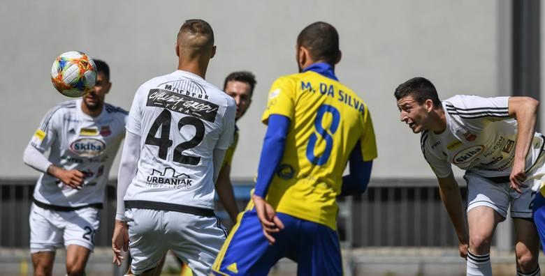 """Fortuna I liga. Chojniczanka pokazała charakter, bo grała w """"10"""", a strzeliła dwa gole i wygrała z GKS Jastrzębie"""