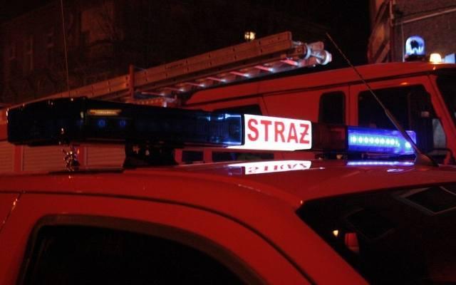 Pożar budynku w Brzegu. Dwaj policjanci poszkodowani