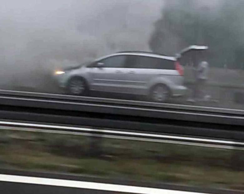 Do pożaru samochodu doszło we wtorek, 30 lipca, na odcinku drogi S3 pomiędzy Gorzowem a Skwierzyną. Aktualizacja, godz. 13.10:Droga w miejscu zdarzenia