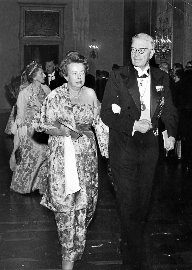 Maria Göppert-Mayer aż do ostatnich dni życia była zawodowo aktywna. Żeby poprawić koncentrację i skupienie, odpalała jednego papierosa od drugiego.