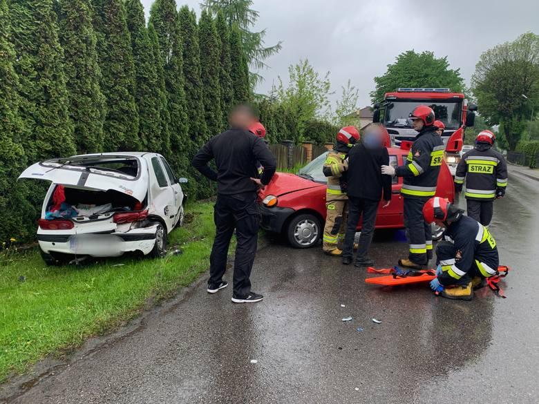 Do wypadku doszło w środę po godz. 10 w Buszkowicach w powiecie przemyskim. Zderzyły się dwa fiaty seicento. Pojazdami podróżowali tylko kierowcy. Poszkodowany