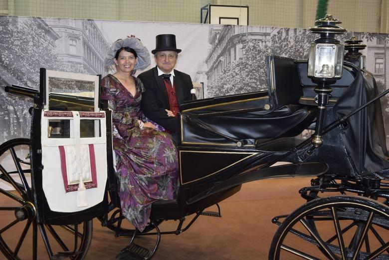 Z okazji Skierniewickiego Święta Kwiatów, Owoców i Warzyw Muzeum Historyczne Skierniewic przygotowało wystawę zabytkowych pojazdów konnych z kolekcji
