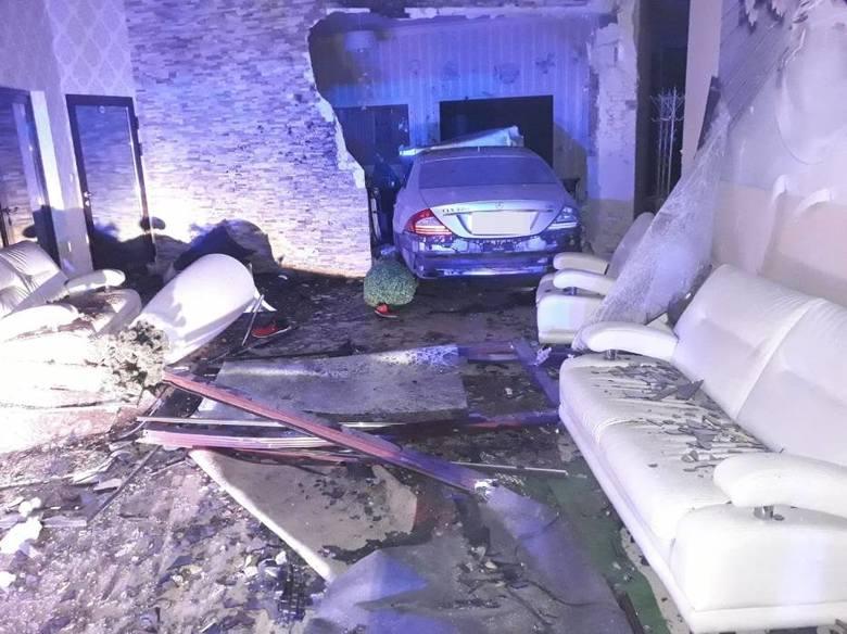 Pijany 22-latek z dużą prędkością wjechał w salę weselną. Część budynku kompletnie zniszczona. Więcej informacji wraz z kolejnymi zdjęciami. Naciśnij