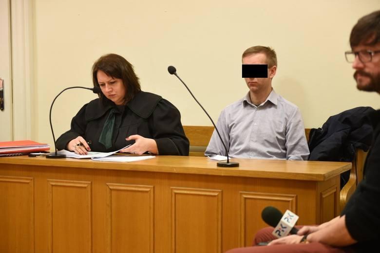 Były policjant z Brodnicy ma iść za kratki. Zdaniem sądu jednak nie za gwałt, tylko za przekroczenie uprawnień i wykorzystanie zależnościSZCZEGÓŁY NA