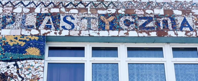Zobacz, jakie piękne są te mozaiki na ścianie SP nr 8 w Nowej Soli. Tego z ulicy tak nie zobaczysz