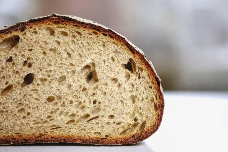 Przepis na chleb na drożdżach - jak zrobić domowy? Zobacz listę potrzebnych składników