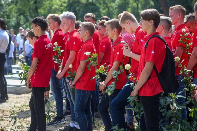 Kraków. Pogrzeb 14-letniego bramkarza.  Szymona Wolaka żegnali sportowcy oraz działacze Garbarni i Wisły Kraków [ZDJĘCIA]