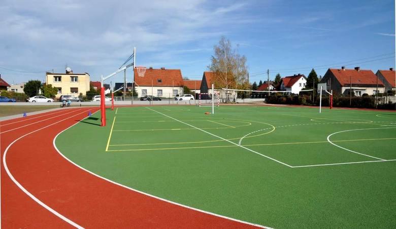 Nowy kompleks sportowy przy ZSP nr 4 w Krapkowicach.