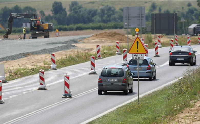 Niekorzystanie z pasów bezpieczeństwa podczas jazdy: 100 zł