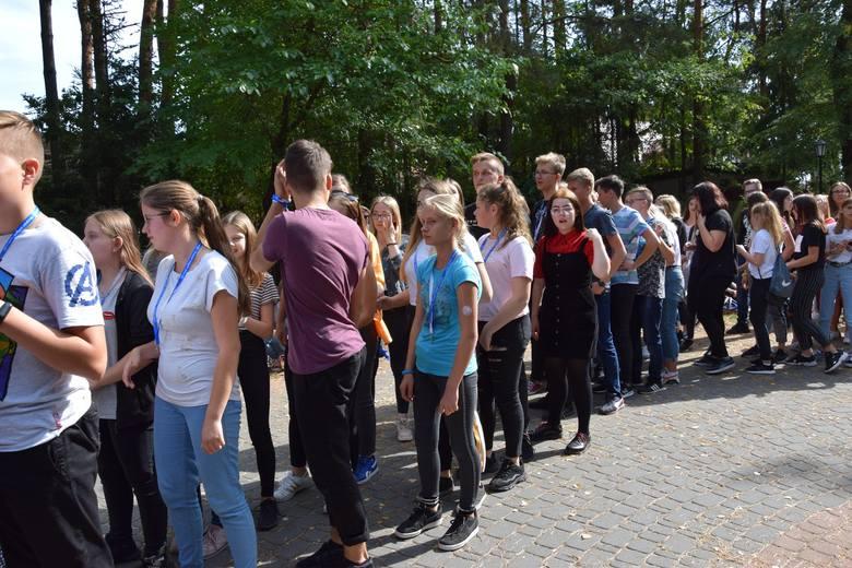 Zjazd młodzieży w ramach diecezjalnych obchodów Światowych Dni Młodzieży rozpoczął się spotkaniem modlitewnym. Młodzież zgromadziła się w pięciu kościołach: