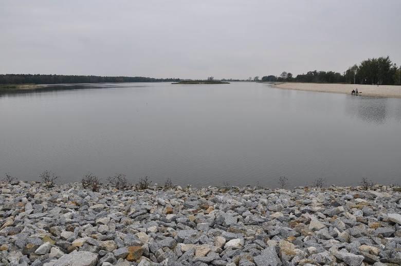 60-hektarowy zbiornik retencyjny w Ligocie Górnej koło Kluczborka został oddany dzisiaj do użytku. ma być nie tylko zbiornikiem przeciwpowodziowym, ale