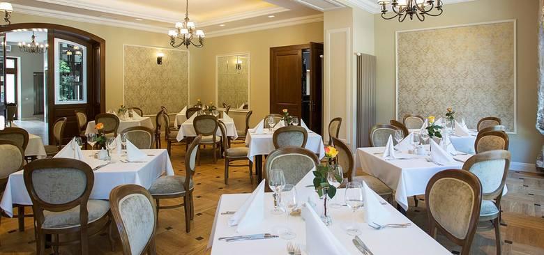 Restauracja Polanka w Krośnie została wyróżniona w kategorii Grand Award - 3 Widelce. Restauracja znajduje się w centralnej części Pałacu Polanka. Składa