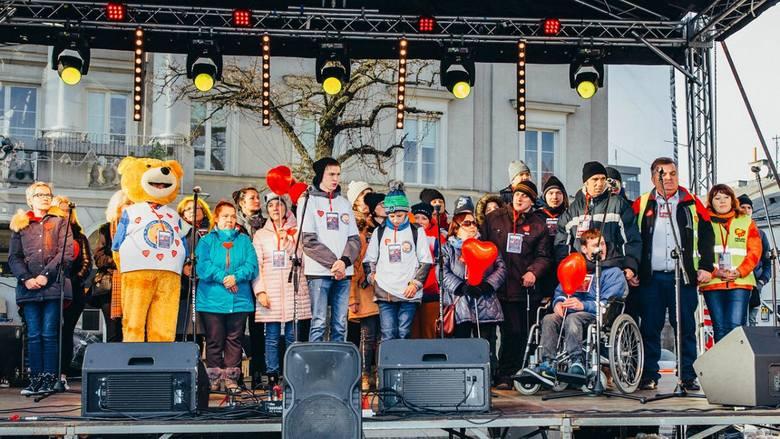 Hymn zabrzmiał na kieleckim Rynku podczas 28. Finału Wielkiej Orkiestry Świątecznej Pomocy.